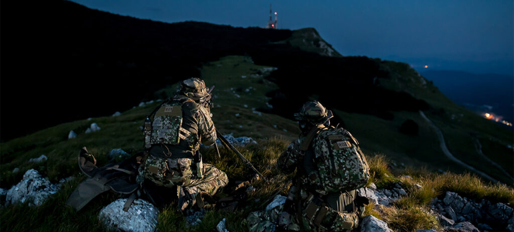 2 soldiers are aiming - Tactical world store review